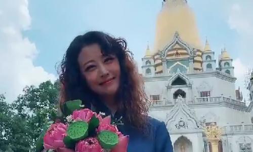 Châu Hải My vãn cảnh chùa ở Sài Gòn