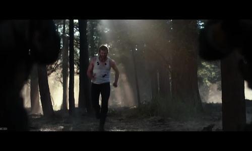 Wolverine sát cánh Laura trong Logan