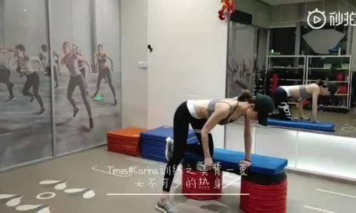 Bạn gái Lâm Phong tập gym