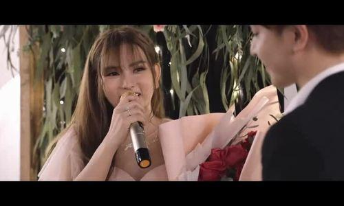 Bổ sung video bạn trai cầu hôn Thu Thủy