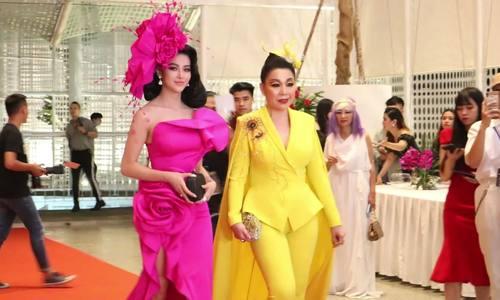 Video thảm đỏ show Thu Minh