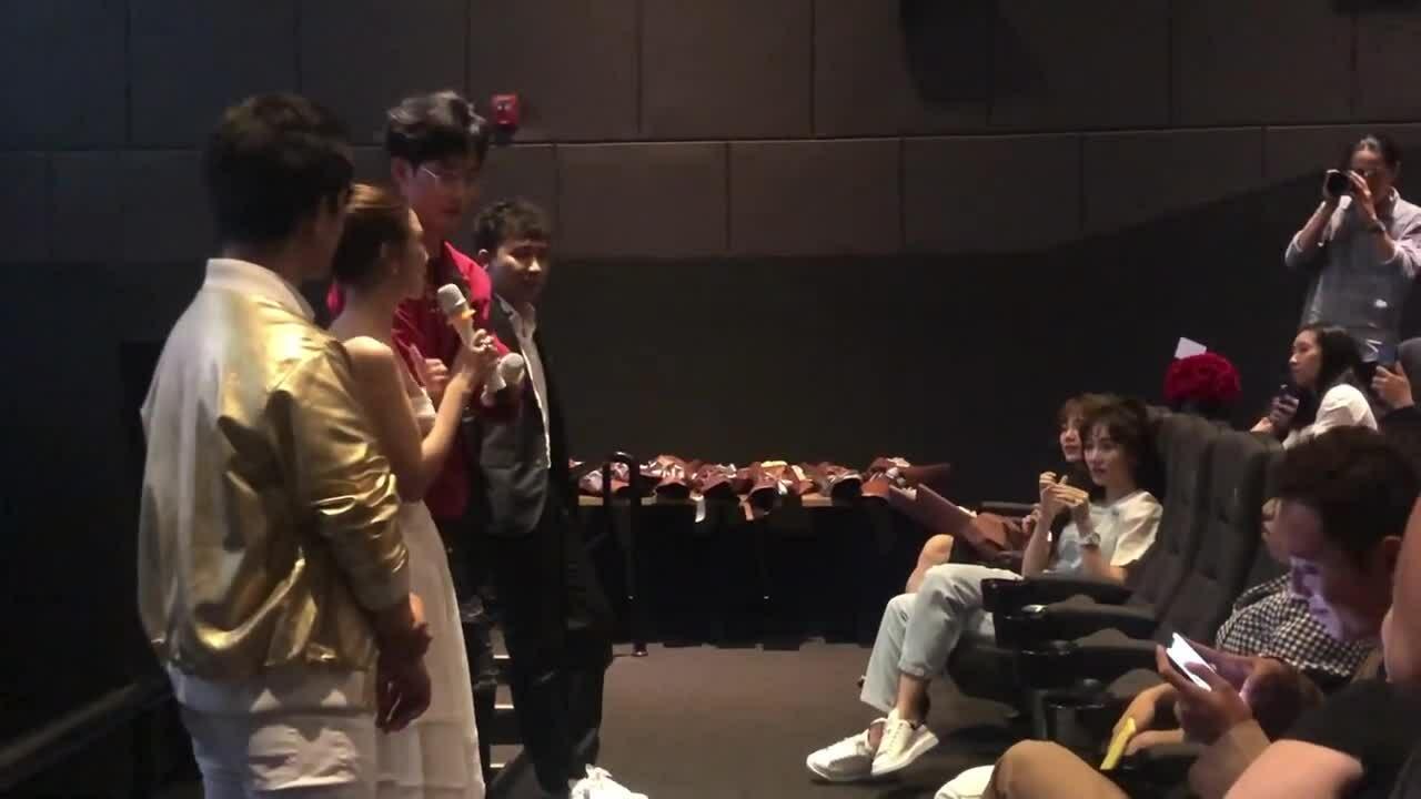Hari Won, Trấn Thành đi họp báo
