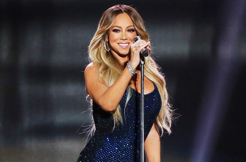 Mariah Carey thử thách mở nắp chai
