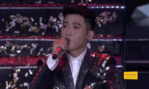 """Đức Thịnh hát """"Tìm lại nhau"""" ở chung kết The Voice"""