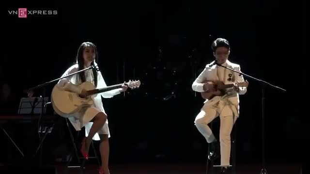 Hồng Nhung, Vũ Cát Tường hát liên khúc hai bài Papa