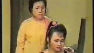 NSND Kim Cương đóng vai bà Tư trong vở 'Bông hồng cài áo'