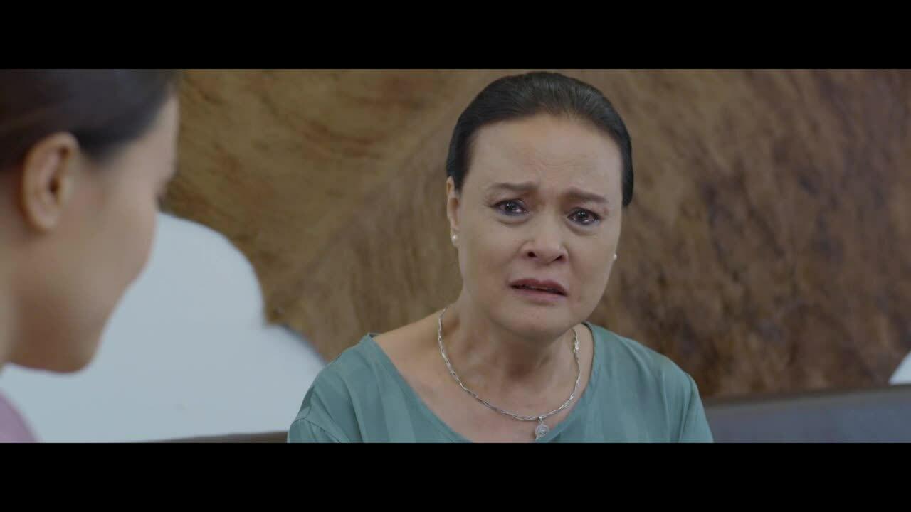 Nghệ sĩ Hoàng Cúc trong phim 'Hoa hồng trên ngực trái'
