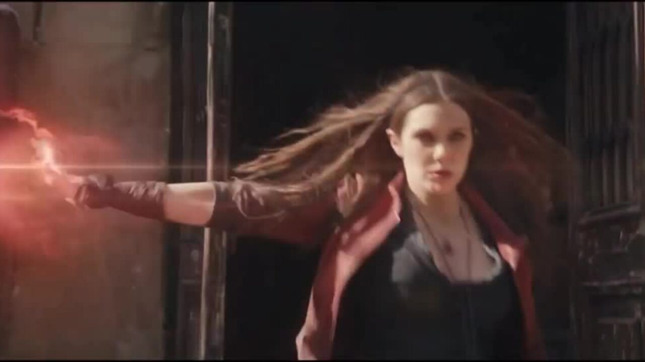 Elizabeth Olsen trong vai Scarlet Witch.