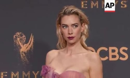 Vanessa Kirby ở Emmy 2017