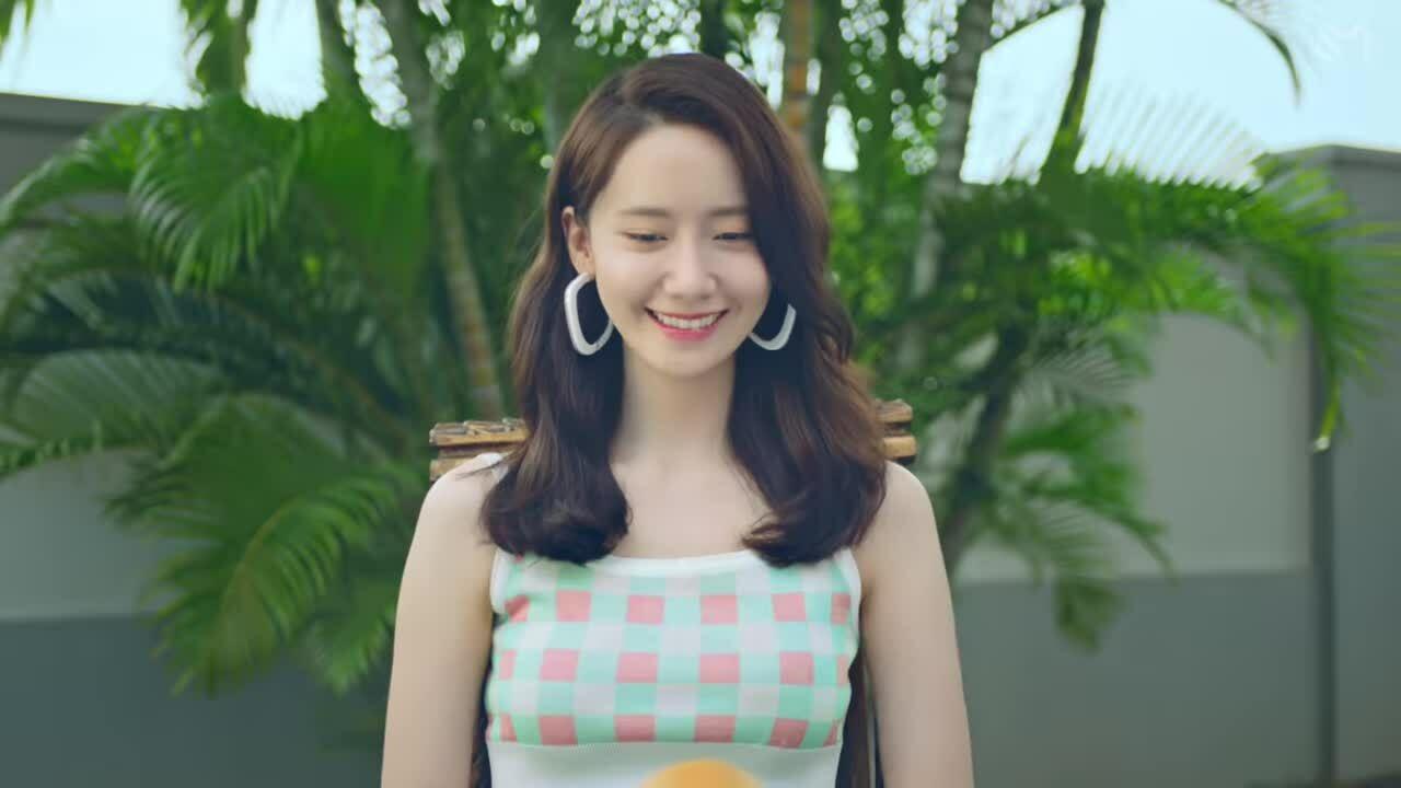 Yoona trong MV 'Summer Night'