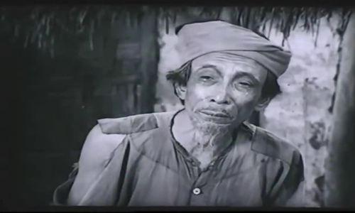Cảnh cậu Vàng bị bắt trong phim 'Làng Vũ Đại ngày ấy' (1982)