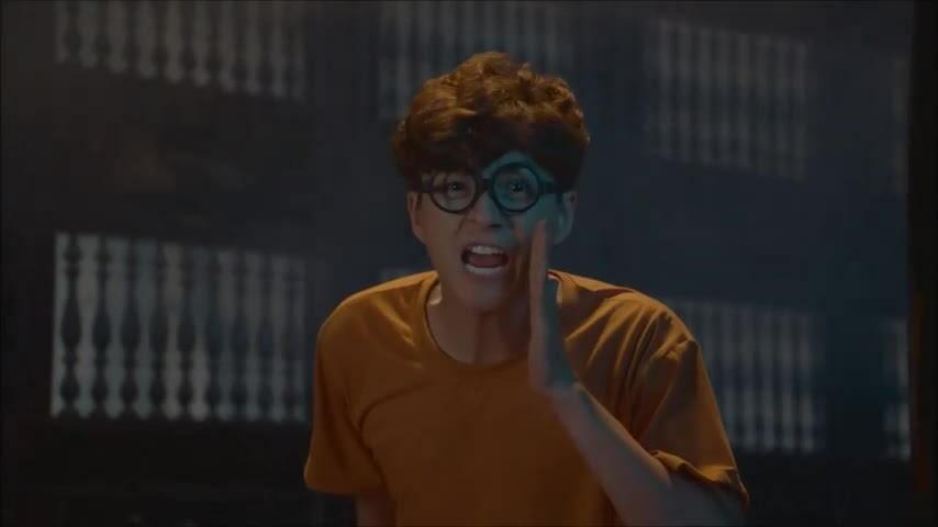 Ngô Kiến Huy lộ vòng ba trong MV mới