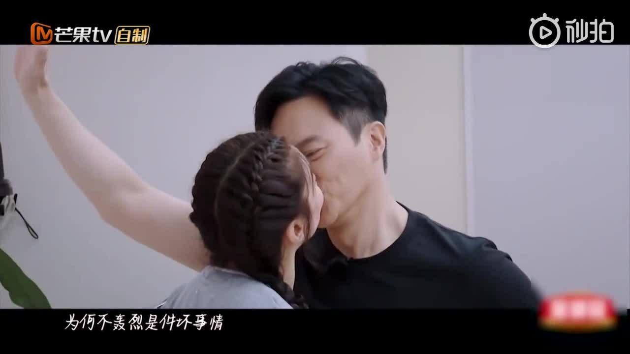 Trương Trí Lâm hát trong show truyền hình