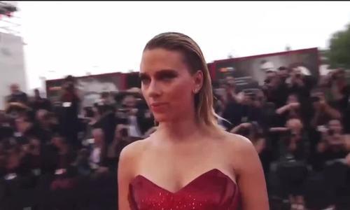 Scarlett Johansson ở Venice 2019 (nguồn: SheStans)