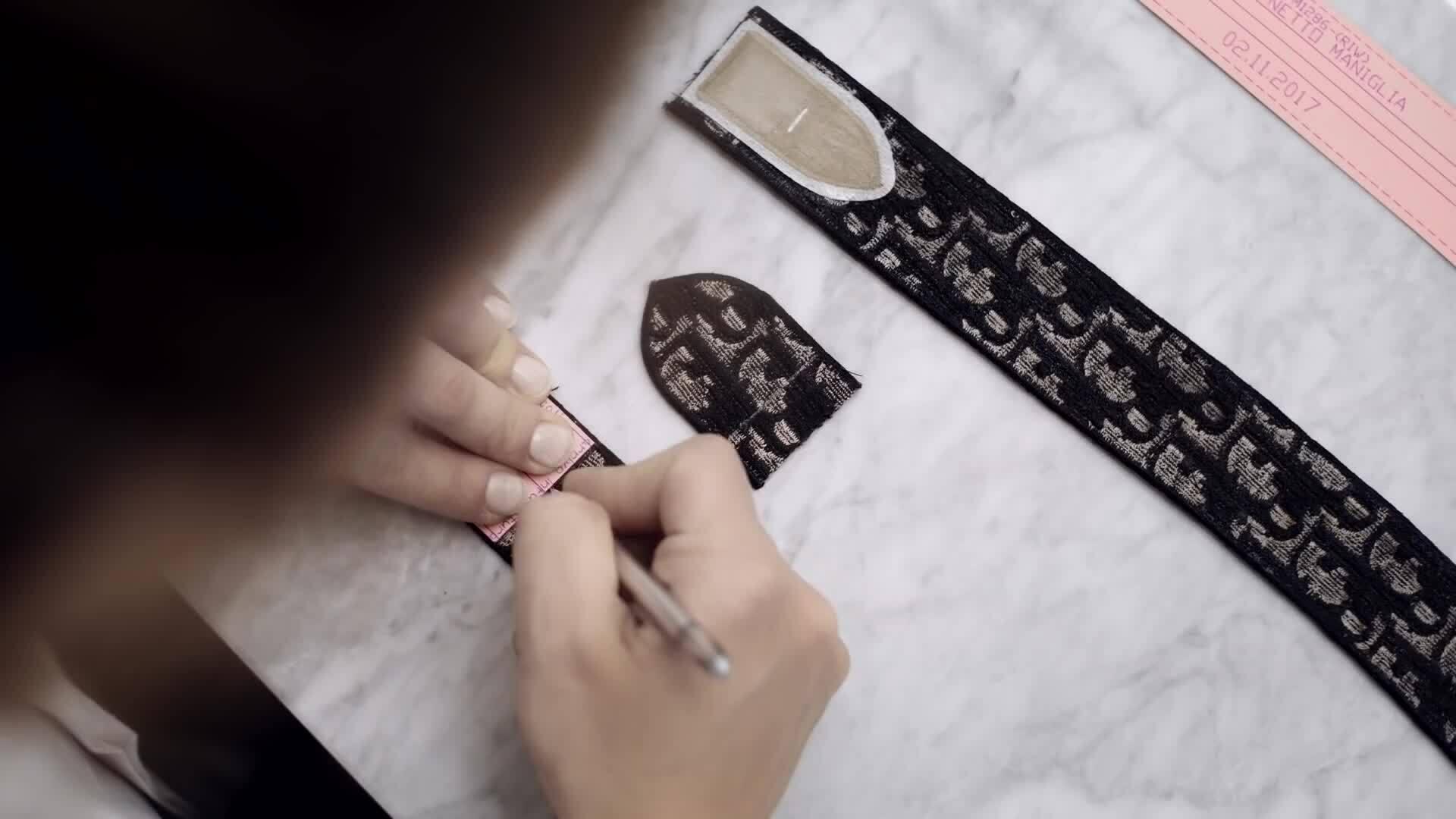 Quá trình làm túi Dior book tote