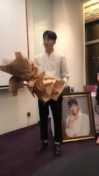 Ji Chang Wook gặp gỡ sao Việt chớp nhoáng