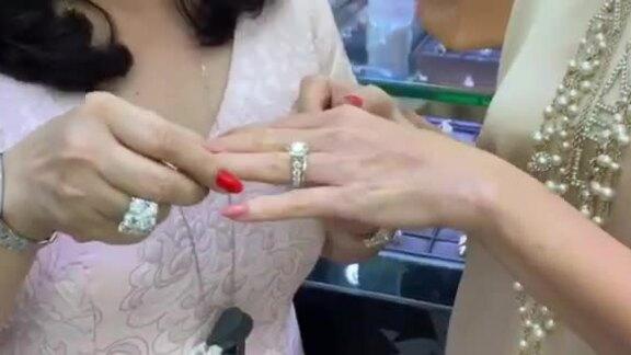 Chồng tặng Diễm My nhẫn kim cương hơn 5 tỷ đồng