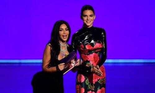 Kim Kardashian và Kylie Jenner tại Emmy 2019