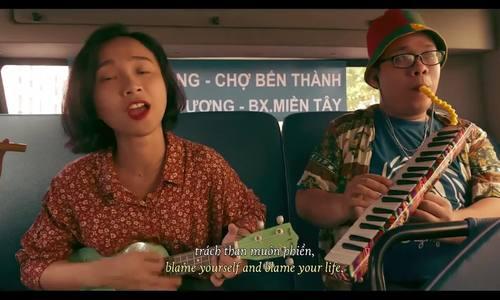 Hai nhân vật chính hát về tiền trong Trời sáng rồi ta ngủ đi thôi
