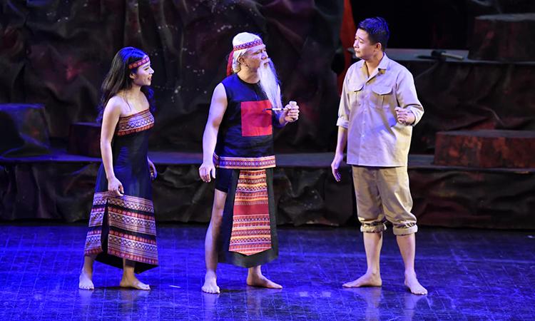'Người tạc tượng' - nhạc kịch ca ngợi vẻ đẹp con người thời chiến