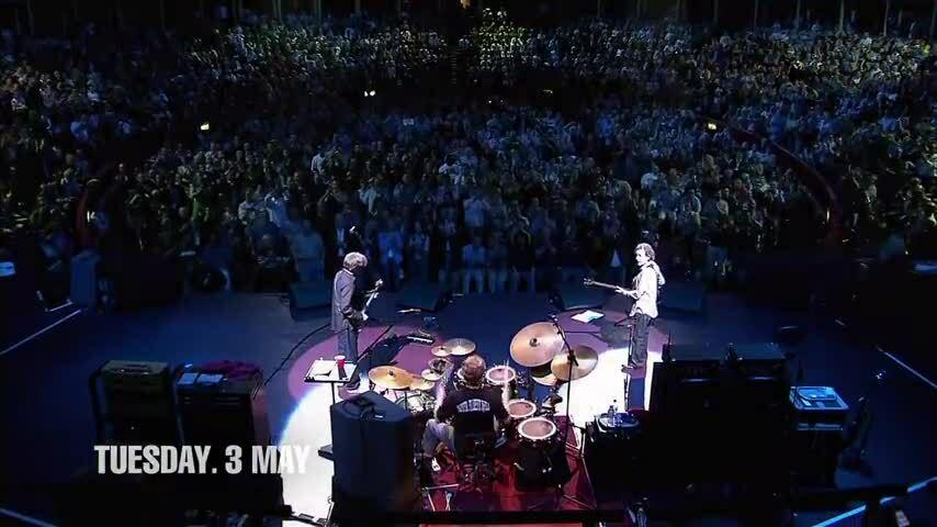 Ginger Baker biểu diễn cùng ban nhạc Cream năm 2005