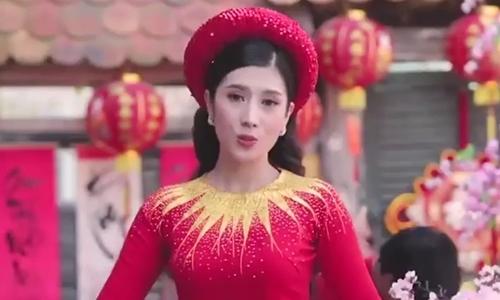 Dương Yến Nhung hát 'Đón xuân' (sáng tác: Phạm Đình Chương)