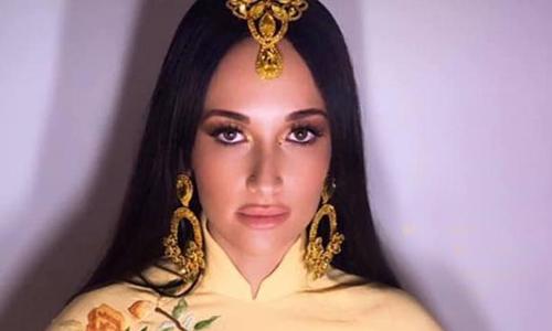 Ca sĩ Mỹ bị khán giả Việt chỉ trích vì mặc áo dài phản cảm