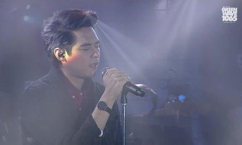 Dan hát trên sân khấu
