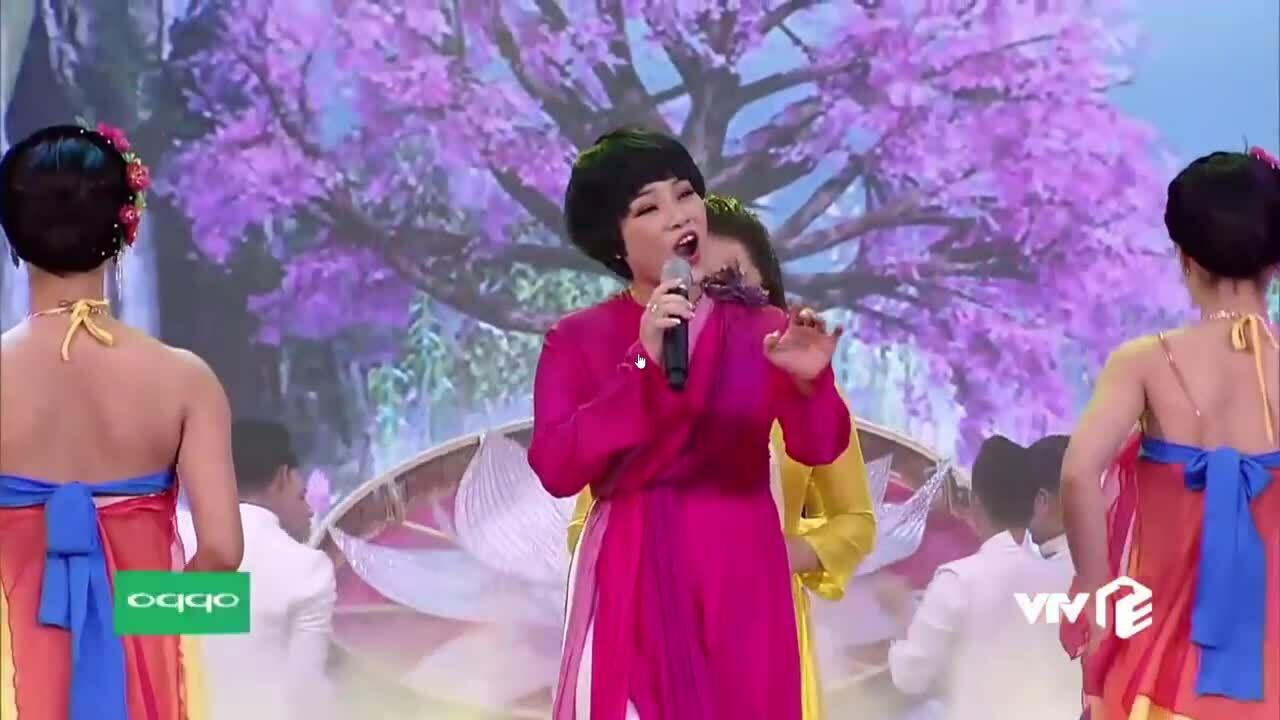 Ngọc Khuê hát trong chương trình Táo quân 2019