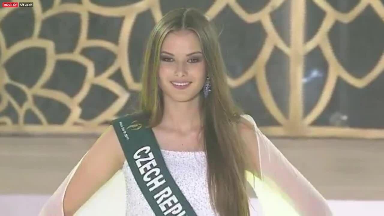 Top 20 Miss Earth trình diễn váy dạ hội