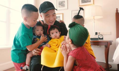 Đỗ Mạnh Cường làm sinh nhật cho con trai nuôi