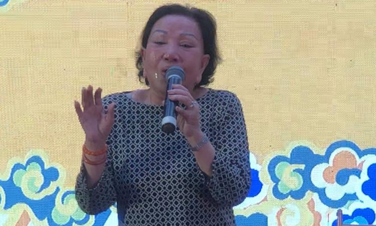 Hồng Nga khóc khi hát 'Kiếp cầm ca'