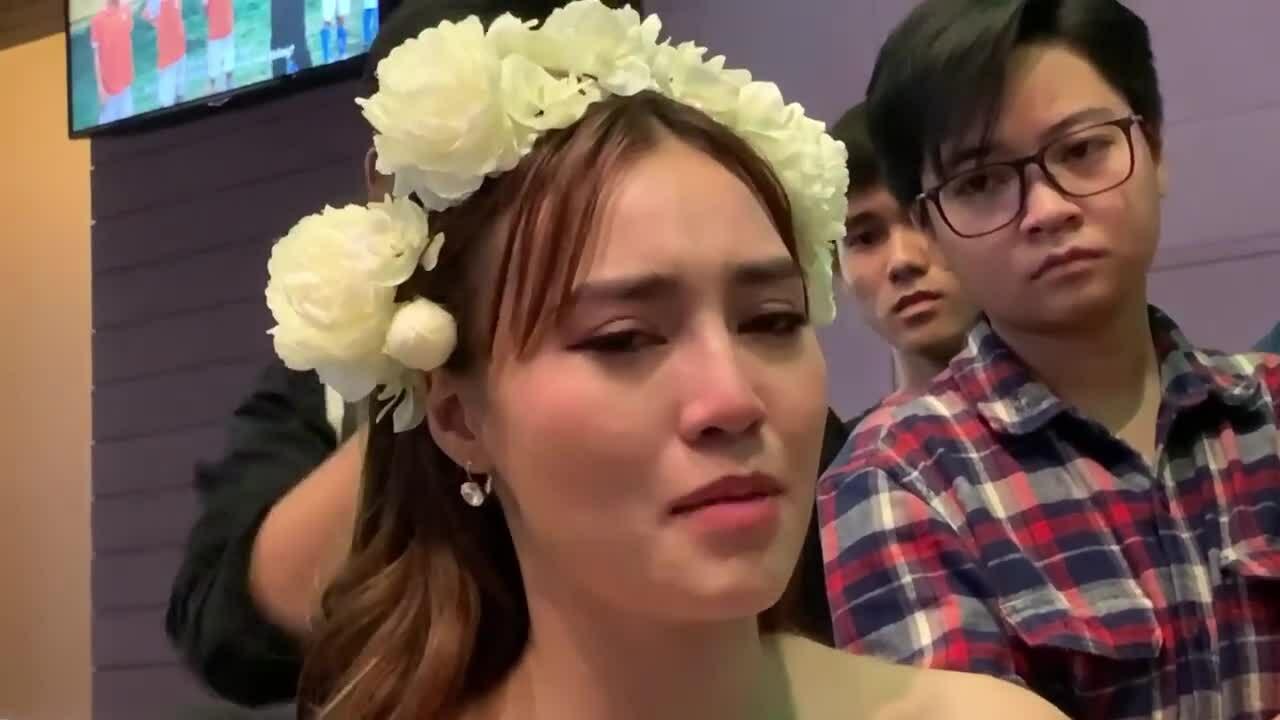 Lan Ngọc bật khóc trong sự kiện