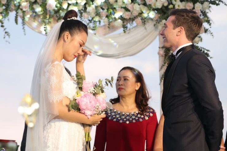 Lễ cưới ngoài trời của Hoàng Oanh