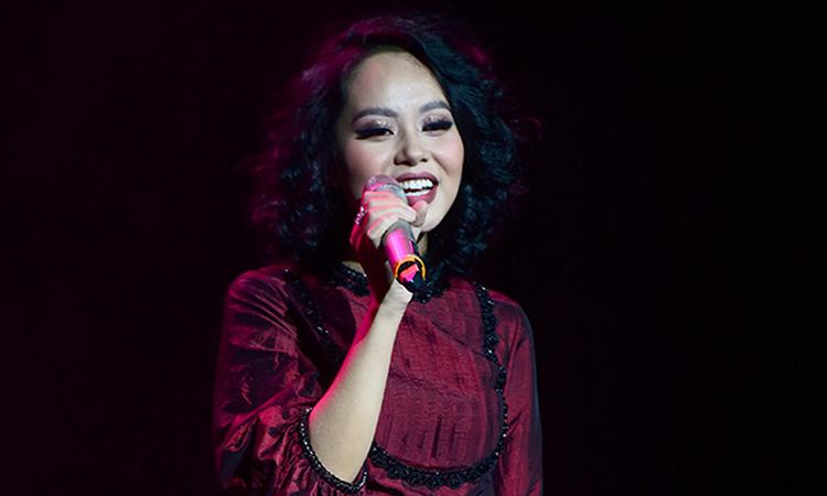 Liveshow Hoàng Quyên 'níu chân' khán giả