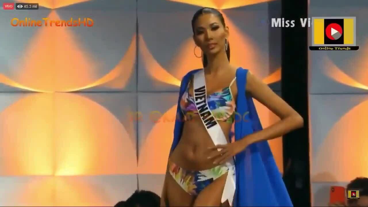 Hoàng Thuỳ trình diễn áo tắm ở bán kết Miss Universe