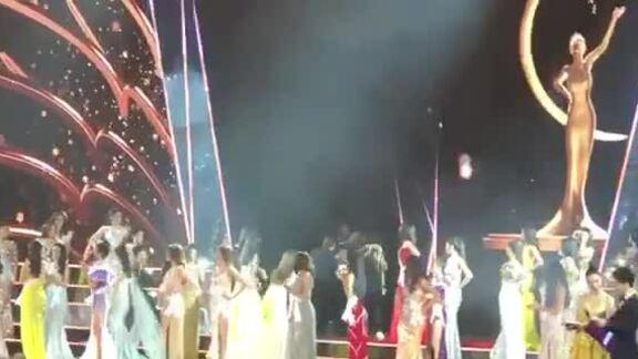 Thí sinh ngất ở Miss Universe Vietnam