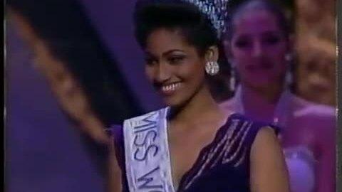 Khoảnh khắc đăng quang của Hoa hậu Thế giới 1993