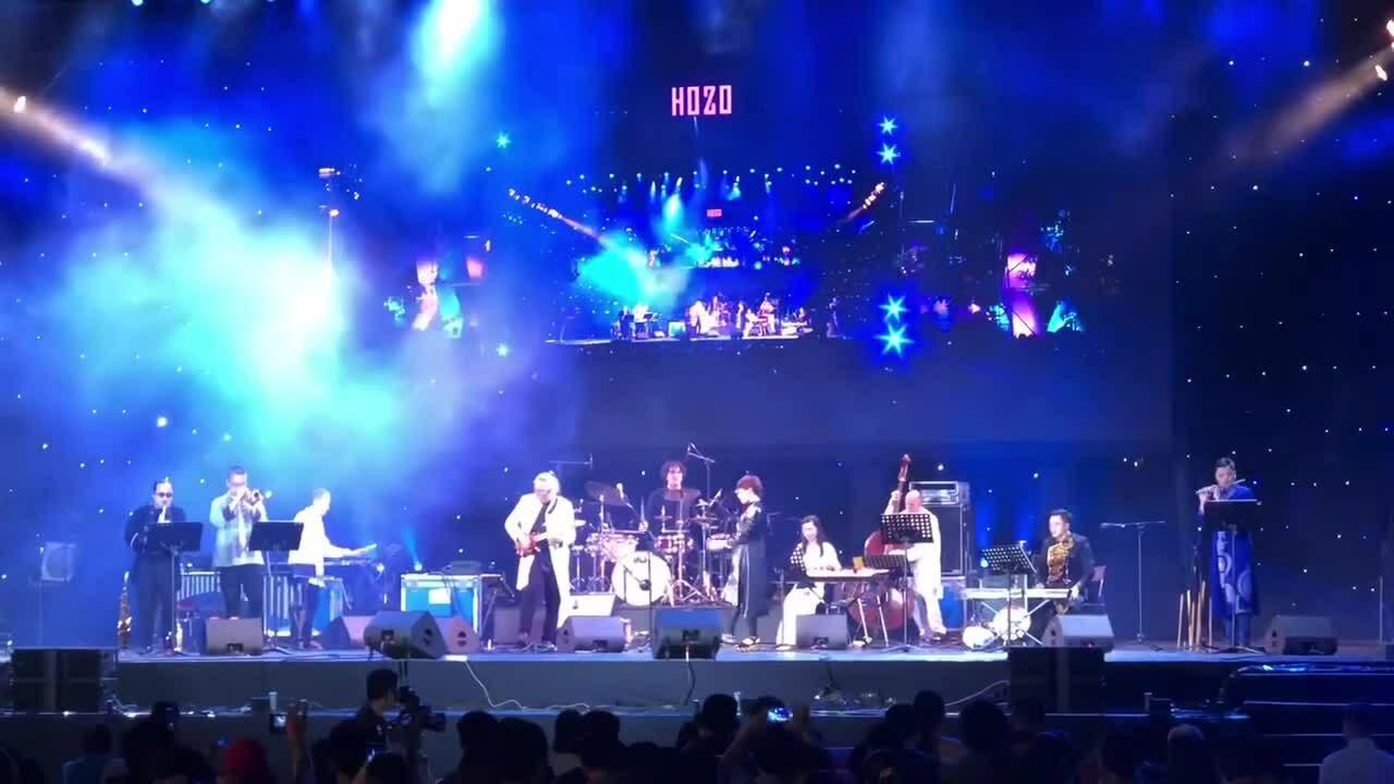 Hàng trăm khán giả cổ vũ Hà Trần hát dân ca