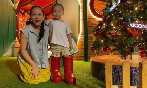 Sao Việt cùng gia đình đón Noel