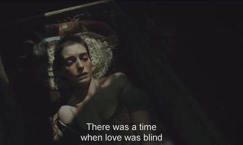 Anne Hathaway hát I Dreamed a Dream trong Những người khốn khổ
