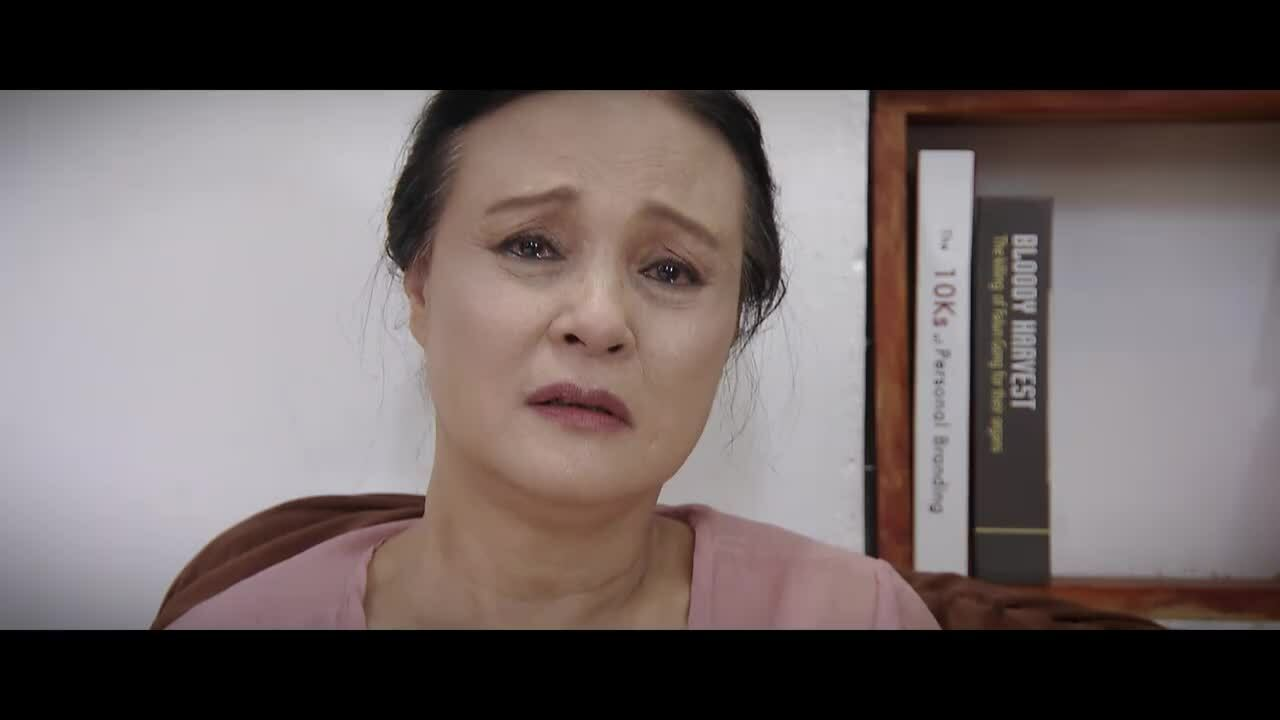 Tình tiết phim 'Hoa hồng trên ngực trái' bị chê phi lý