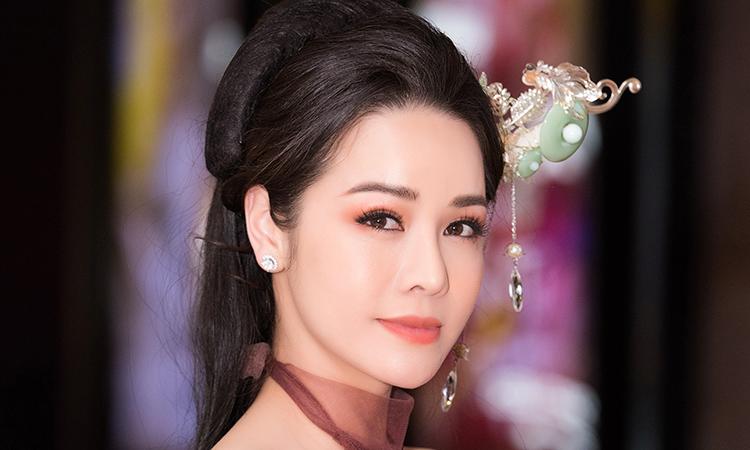 Nhật Kim Anh: 'Tôi mất tình lẫn tiền trong năm qua'