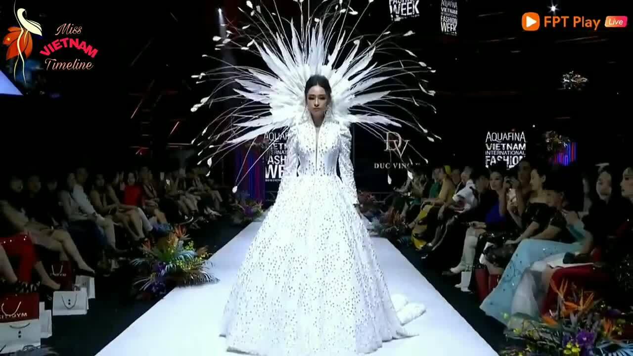 Hoa hậu Phương Nga làm vedette