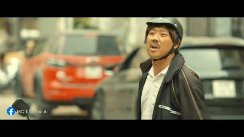 """Cảnh hài hước của Trấn Thành trong """"Bố già"""""""