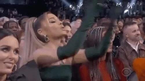 Ariana Grande phản ứng