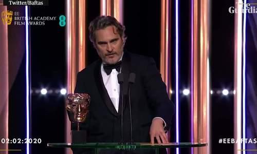 Joaquin Phoenix chỉ trích chính giải BAFTA khi nhận giải