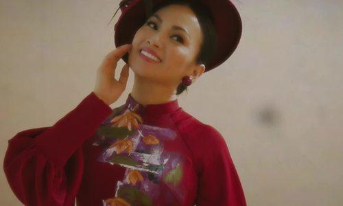 Ca sĩ Hà Phương diện áo dài cách tân
