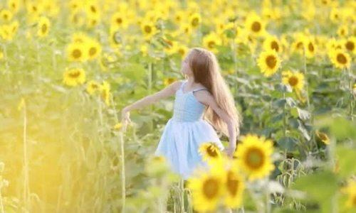Kristina Pimenova quay video quảng cáo