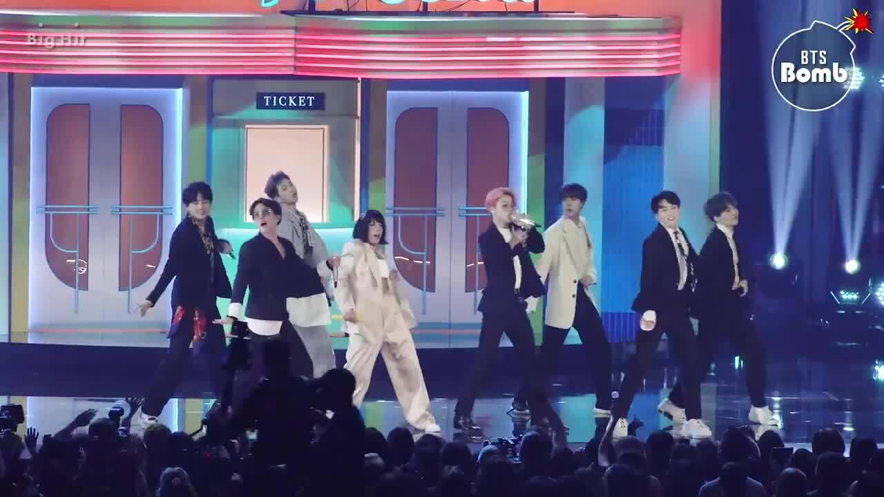 """BTS trình diễn """"Boy With Luv"""" ft Halsey"""